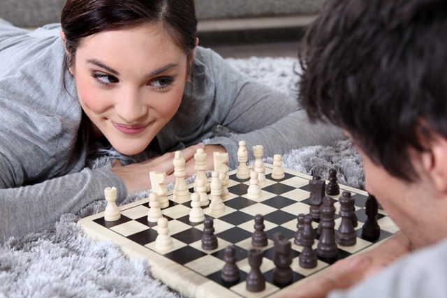 couple-playing-chess
